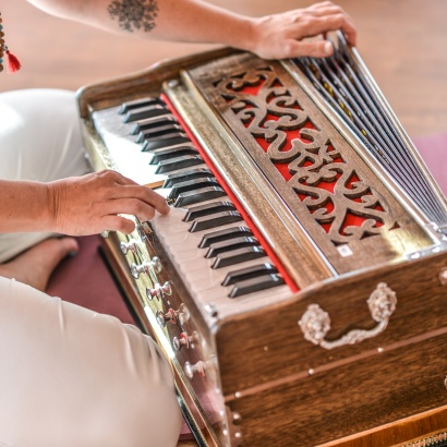 Harmonium & Mantra Workshops